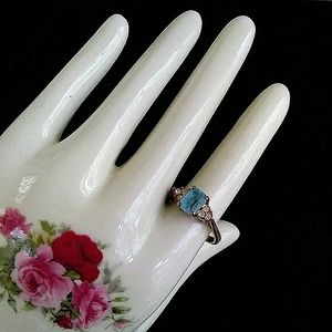 VINTAGE Gold Tone Aqua + White Stone Costume Ring